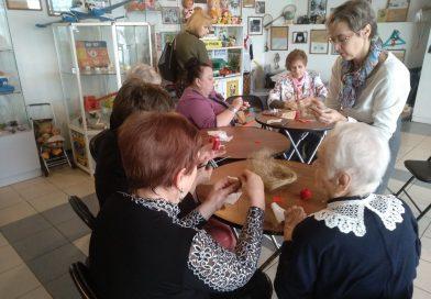 Ксения Гревцева провела творческую мастерскую для дам элегантного возраста